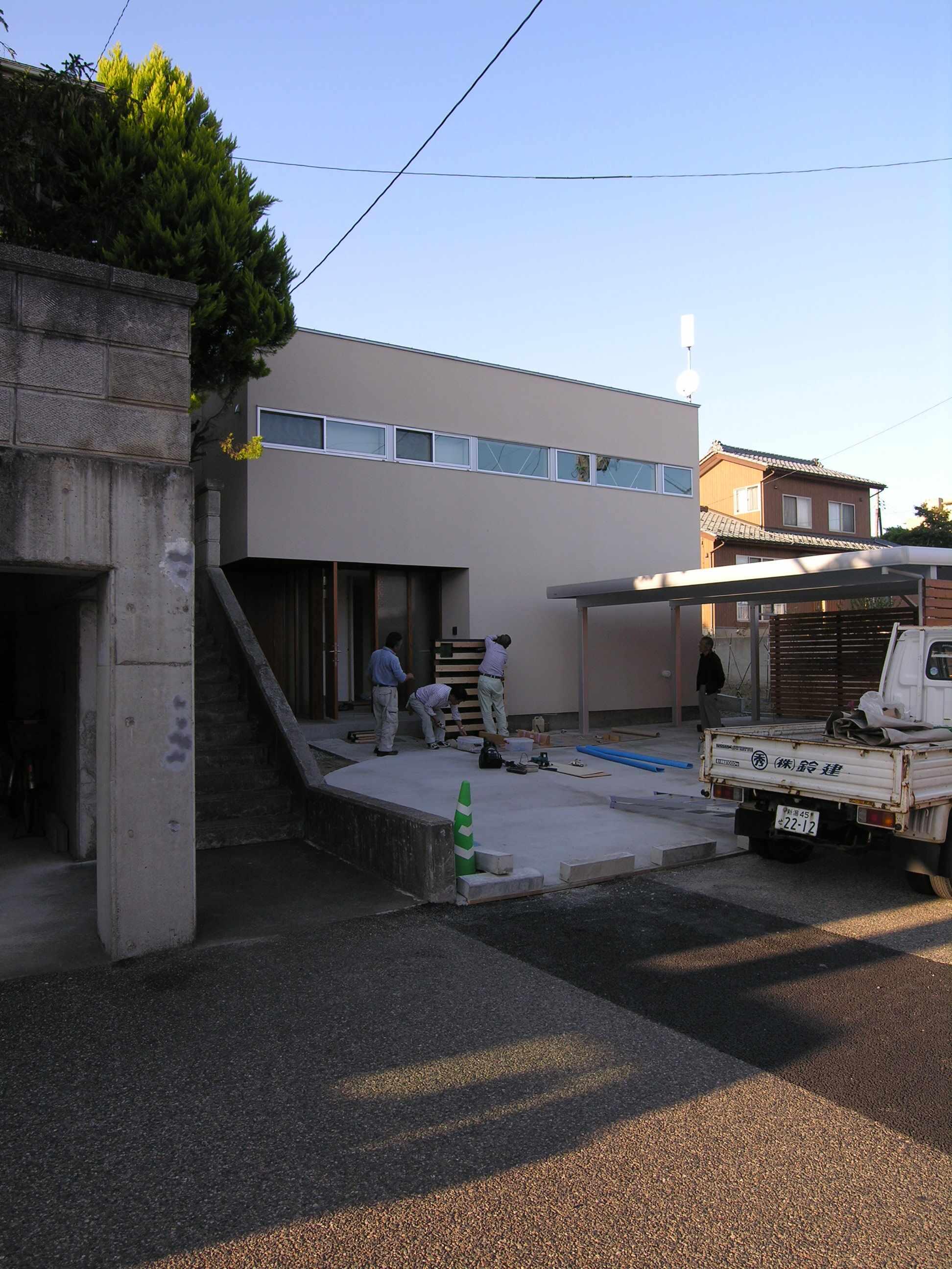 外構工事 傾斜地に建つコートハウス_b0349892_17533455.jpg