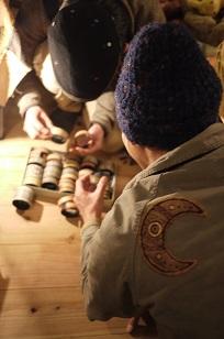「南米・コロンビア製の編みバングル」を買いつけていました~_f0226293_8573547.jpg