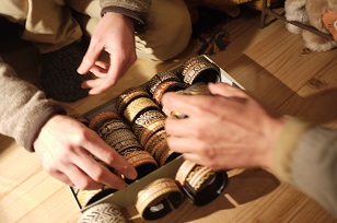 「南米・コロンビア製の編みバングル」を買いつけていました~_f0226293_8575232.jpg