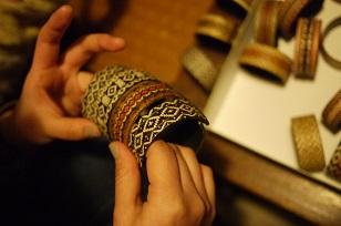 「南米・コロンビア製の編みバングル」を買いつけていました~_f0226293_8583179.jpg