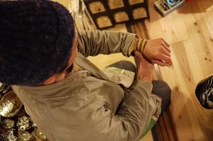 「南米・コロンビア製の編みバングル」を買いつけていました~_f0226293_85854.jpg