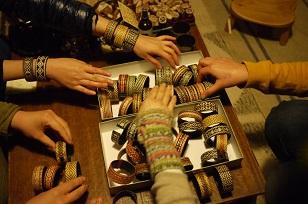 「南米・コロンビア製の編みバングル」を買いつけていました~_f0226293_923975.jpg