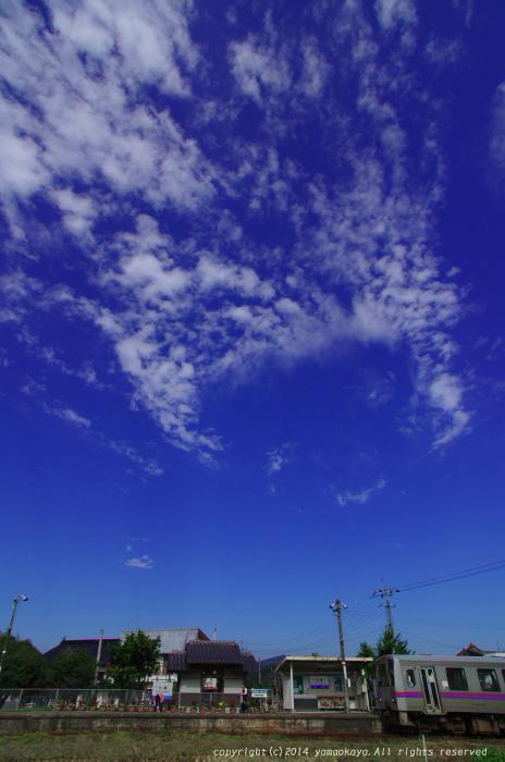 秋空の七塚駅_d0309612_0372877.jpg
