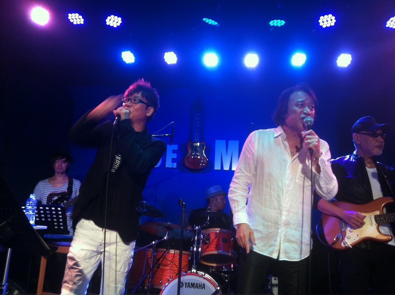 昨夜の小柴大造さんライブのサブライズゲストは、以前クラブeXにご出演いただいた山寺宏一さん。ステージ上から写真もアップして大丈夫と言っていただいたので記念に。_e0094804_18165183.jpg