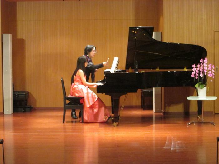 デザインK国際ピアノコンクール、セミファイナル終了でコンサートに突入_a0041150_0341818.jpg