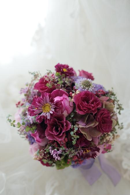 お色直しのブーケ 八芳園さまへ 1+1様のドレスにあわせて_a0042928_23561382.jpg