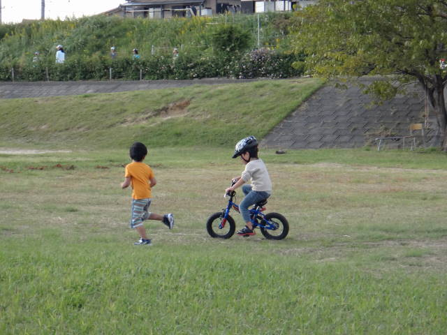 平成26年10月19日補助輪外れて、初めて親子でサイクリング_c0155364_23265030.jpg