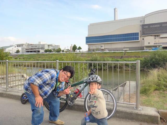 平成26年10月19日補助輪外れて、初めて親子でサイクリング_c0155364_23312563.jpg