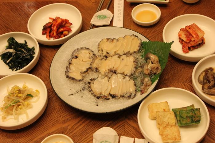 済州島とソウル 郷土料理と民族芸術に触れる旅 その1 あわびづくしの初日の晩御飯。_a0223786_1631366.jpg