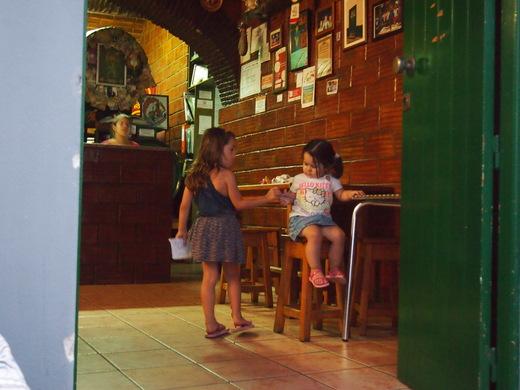 """南ポルトガルの漁師町で \""""仲良し\"""" を見つける_f0152733_225559100.jpg"""