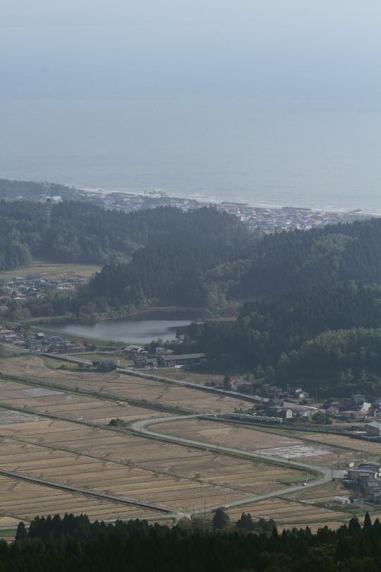 日本海と男鹿線を一望する - 2014年秋・男鹿線 -  _b0190710_23513011.jpg