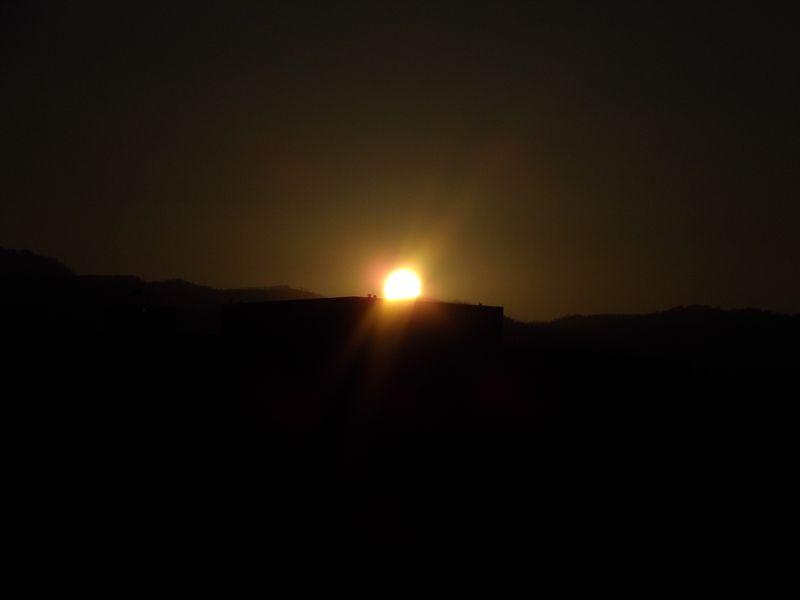 札幌市立病院ヘリポートに沈む太陽_c0025115_18571947.jpg