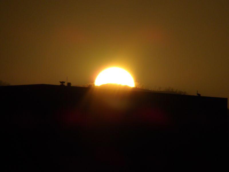 札幌市立病院ヘリポートに沈む太陽_c0025115_18574196.jpg