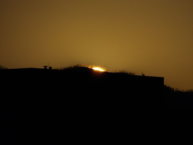 札幌市立病院ヘリポートに沈む太陽_c0025115_18574240.jpg