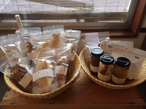 Cafe bagelchocoさんにちどり の自家製食品が並びます_a0251920_1861326.jpg