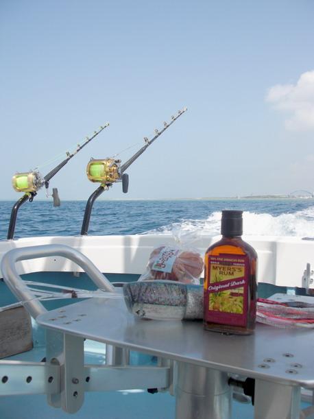 今週末も高気圧に覆われて釣り日和!!【カジキ・マグロトローリング】_f0009039_11553744.jpg