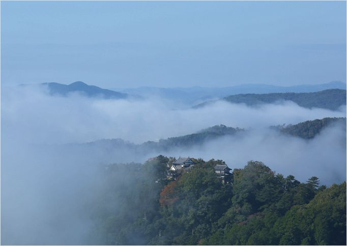 雲海に包まれた備中松山城_a0256349_15571148.jpg