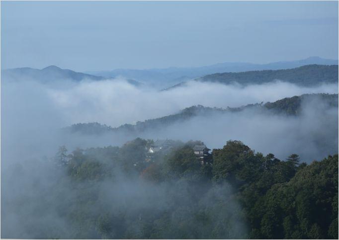 雲海に包まれた備中松山城_a0256349_15572361.jpg