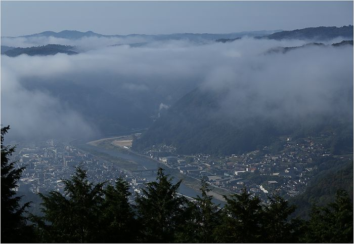 雲海に包まれた備中松山城_a0256349_15575954.jpg