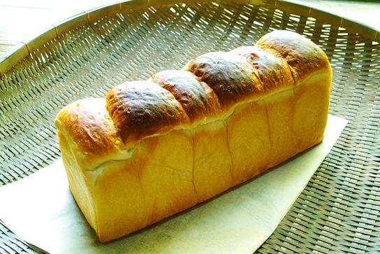 パン屋さんの「麦工房 らくだ」・・・「あの彼女!」と高島観光物産プラザ_d0005250_17431862.jpg