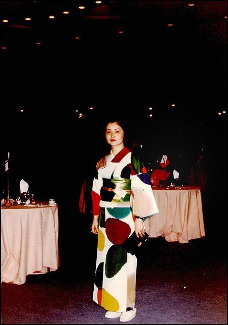 昔の着物の写真をスキャンして百恵ちゃんとの思い出にふけって_a0031363_2345490.jpg
