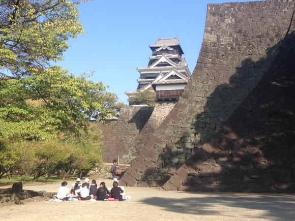 熊本城を描く6年生写生大会1_c0052304_13390223.jpg