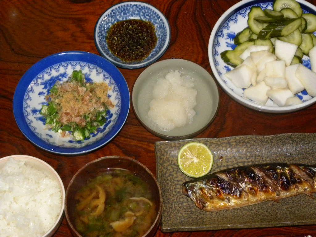 秋刀魚定食~秋刀魚丼_c0162773_12033614.jpg