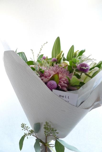 お供え花束。西区二十四軒にお届け。「百合、ピンク濃淡、白少し、明るく」。_b0171193_19125480.jpg