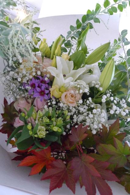 ご自宅での十三回忌法要に花束。「色を入れて、バラを使ってもOK」。_b0171193_19152591.jpg