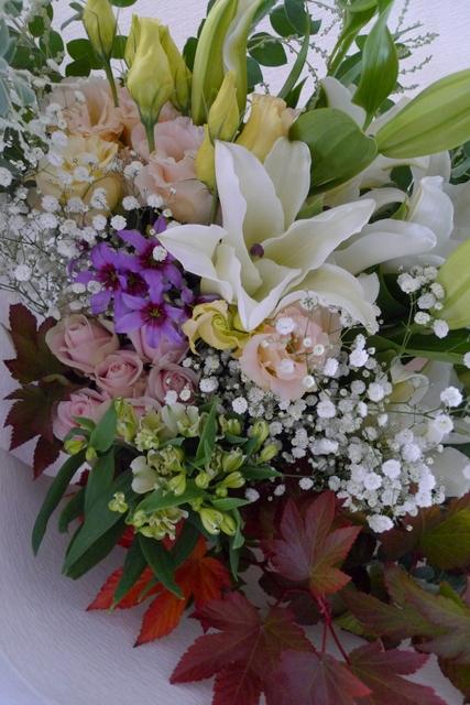 ご自宅での十三回忌法要に花束。「色を入れて、バラを使ってもOK」。_b0171193_19154152.jpg