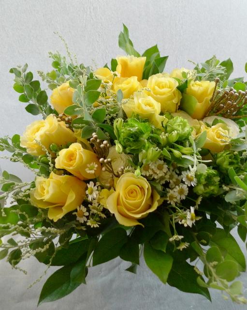 お母様の65歳の誕生日に。富良野に発送。「黄色系で」。_b0171193_19190328.jpg