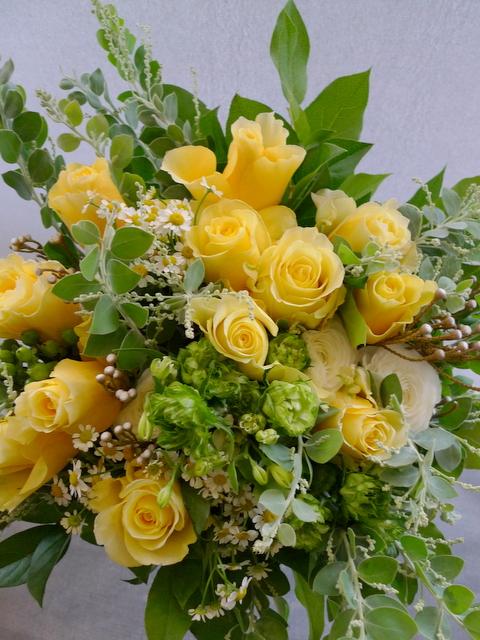お母様の65歳の誕生日に。富良野に発送。「黄色系で」。_b0171193_19194231.jpg