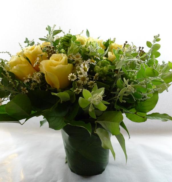 お母様の65歳の誕生日に。富良野に発送。「黄色系で」。_b0171193_19194594.jpg