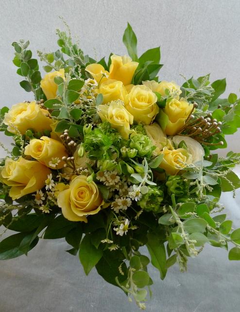お母様の65歳の誕生日に。富良野に発送。「黄色系で」。_b0171193_19195281.jpg