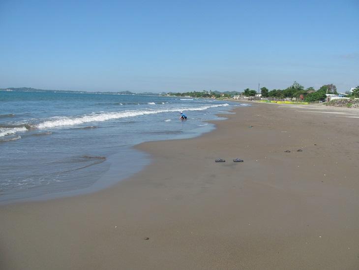 北ルソン日本人会 La Unionビーチへ アウティング_a0109542_1944221.jpg