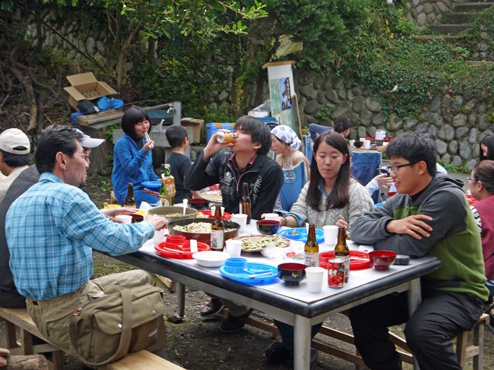 かっちゃんちの芋煮会に赤ちゃんから熟年まで参加10・26_c0014967_14503613.jpg