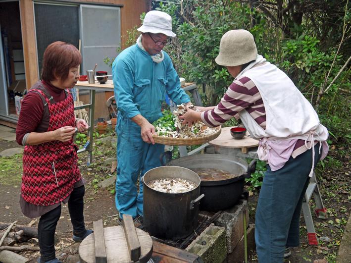 かっちゃんちの芋煮会に赤ちゃんから熟年まで参加10・26_c0014967_14515381.jpg