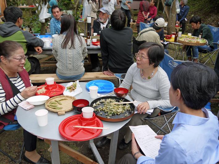 かっちゃんちの芋煮会に赤ちゃんから熟年まで参加10・26_c0014967_14544095.jpg