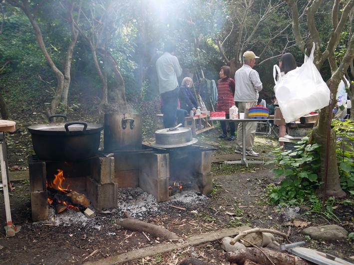 かっちゃんちの芋煮会に赤ちゃんから熟年まで参加10・26_c0014967_1458183.jpg