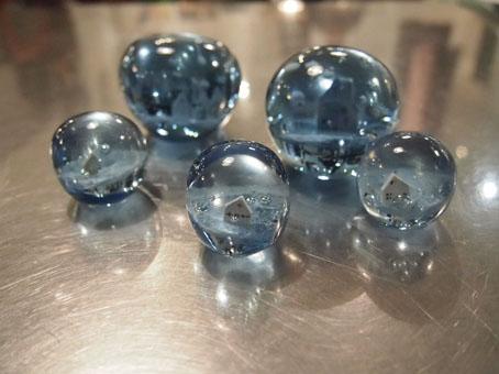 高城加世子さんの〈限定色〉青いペーパーウエイト_b0322280_1555390.jpg