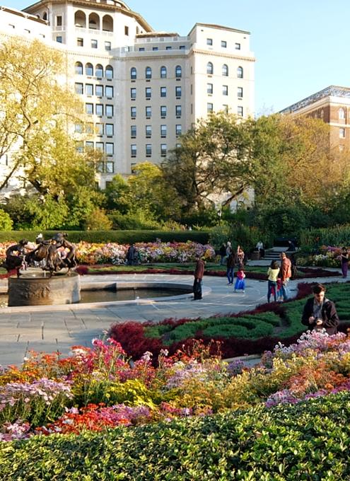 なぜか今、お花満開のセントラルパーク内にあるフランス式庭園(Conservatory Gardenの一部)_b0007805_395379.jpg