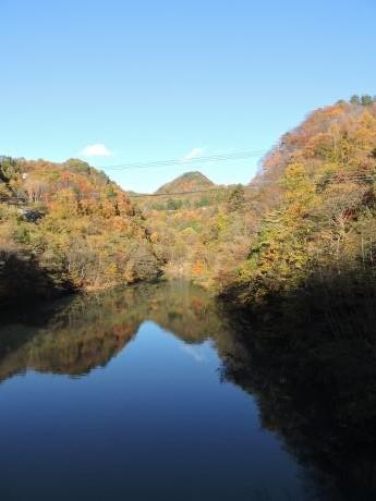 六合村からネッシーがいそうな野反湖へ_c0341450_18171636.jpg