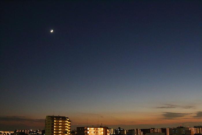 お月様とほんのりブルーモーメント_d0152261_18445576.jpg