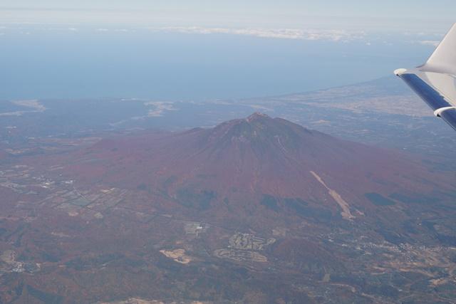 楽しいJALの旅青森のシンボル岩木山の紅葉、津軽富士岩木山の紅葉、霊峰岩木山の秋_d0181492_20421041.jpg