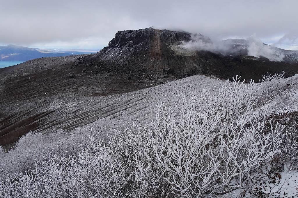 今年100山目は初冠雪の樽前山、10月28日_f0138096_16403567.jpg