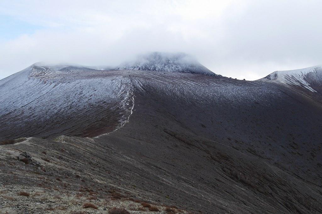 今年100山目は初冠雪の樽前山、10月28日_f0138096_16405698.jpg