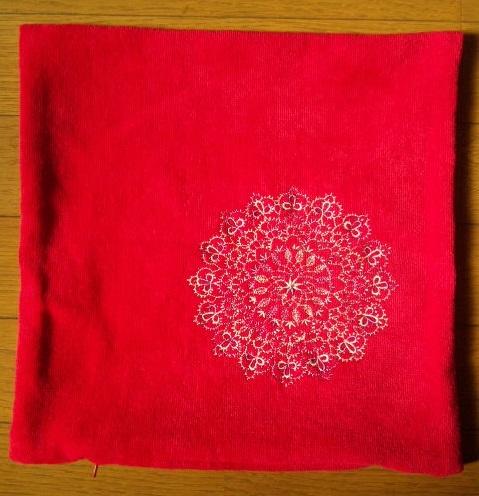桜とレース編み模様の刺繍クッション作りました♪_c0316026_18131366.jpg