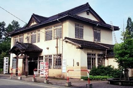 富山地方鉄道 岩峅寺駅_e0030537_032872.jpg