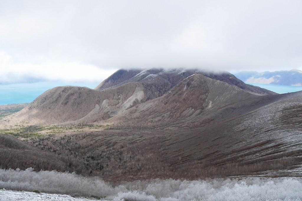 初冠雪の樽前山、10月28日_f0138096_13181331.jpg