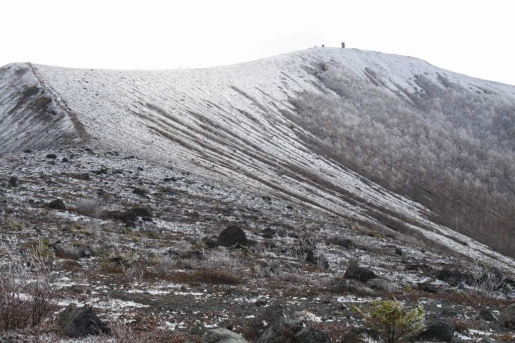 初冠雪の樽前山、10月28日_f0138096_13183819.jpg